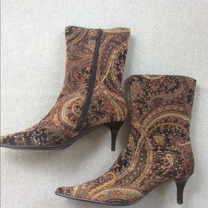 🍁 Predictions Brown Paisley Pointy Toe Boots
